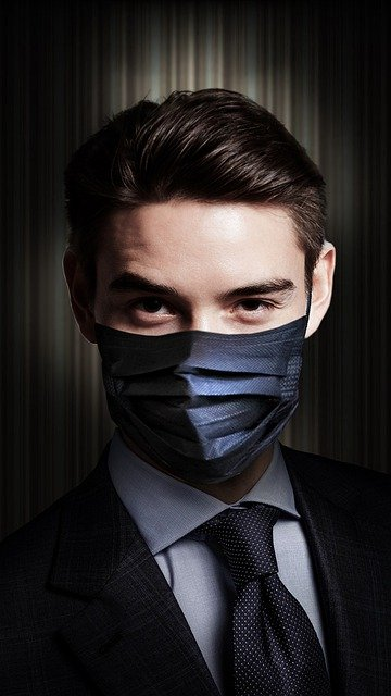 Exportar online hombre de negocios con mascarilla